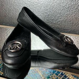 Black Michael Kors leather flats!